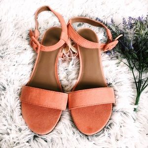 Old Navy Shoes - 🍑Peach strappy block heels🍑